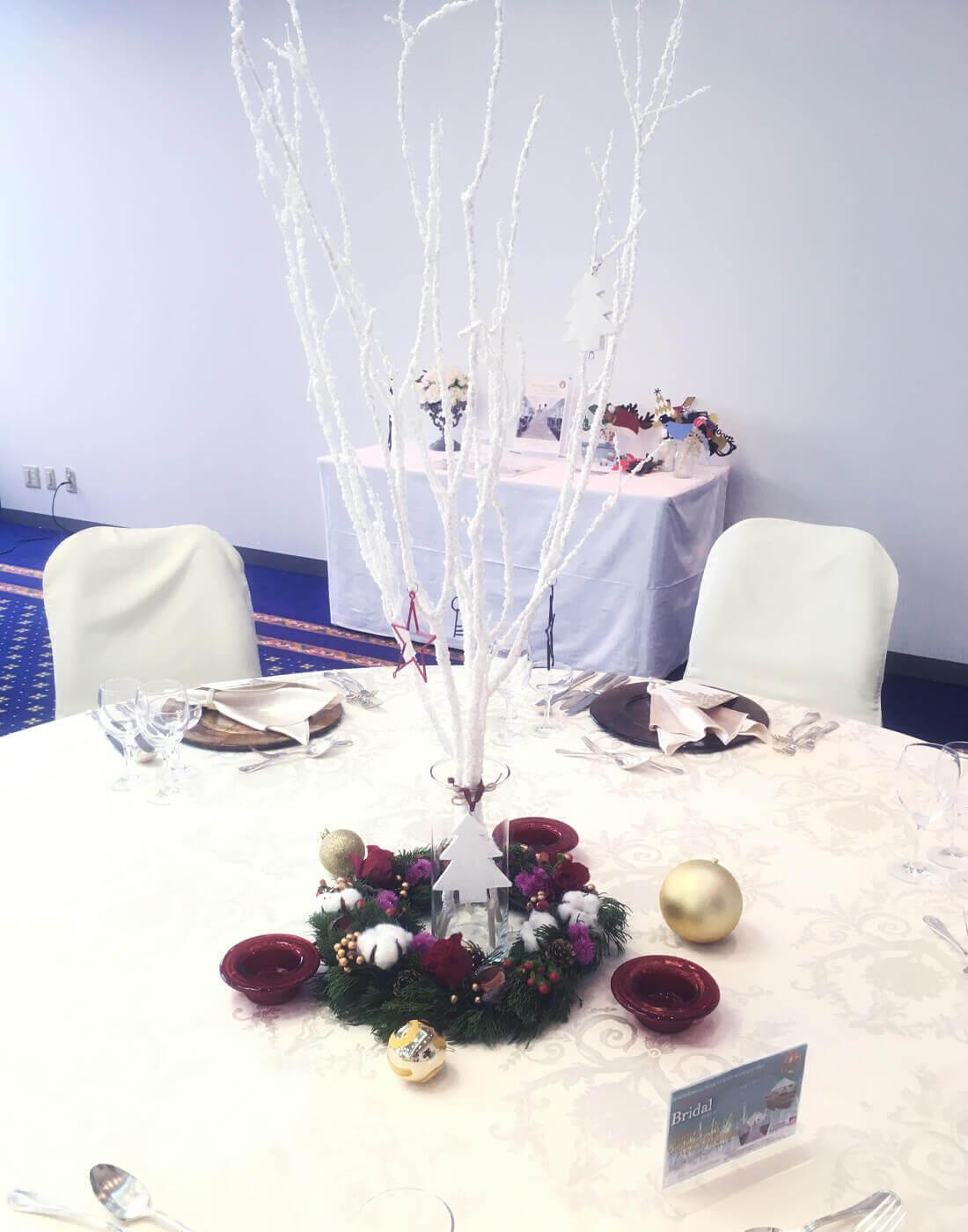 ブライダルのゲストテーブルのフラワー装飾57