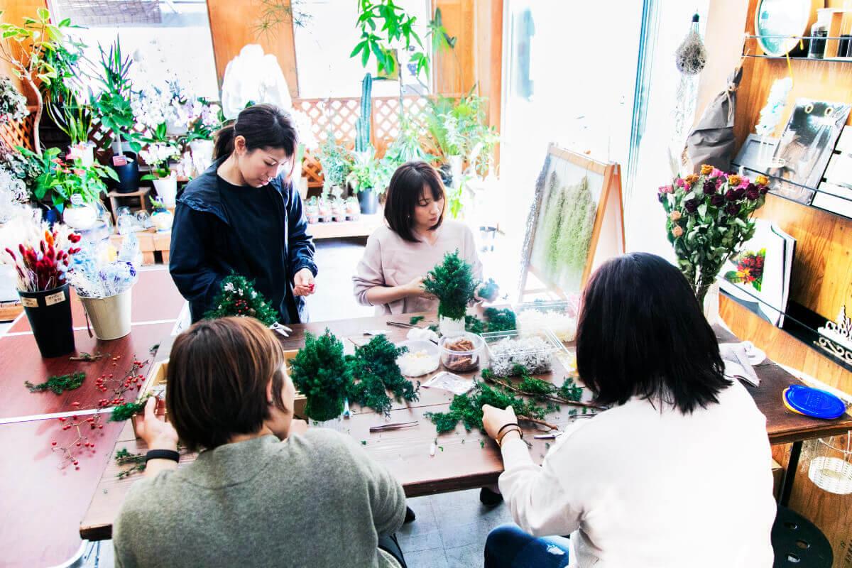 花屋が開催する少人数でのフラワーワークショップ