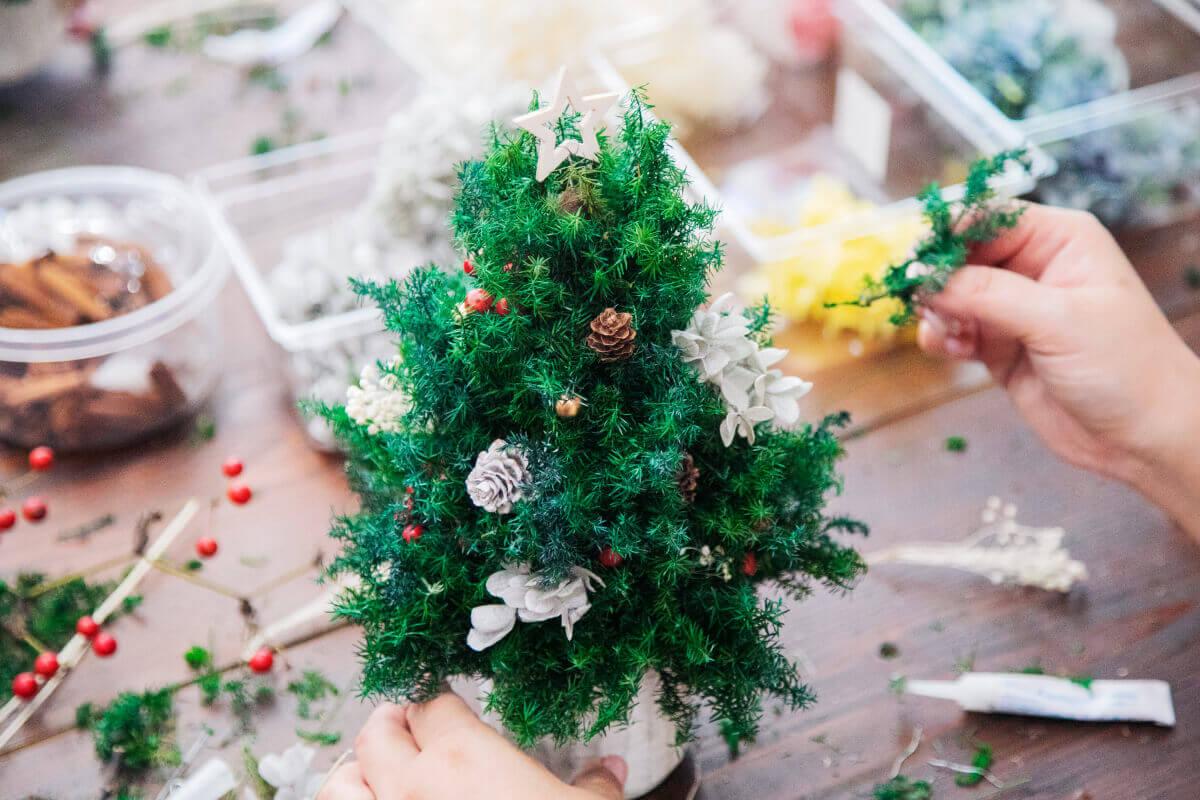 クリスマス用の飾りをワークショップで作る